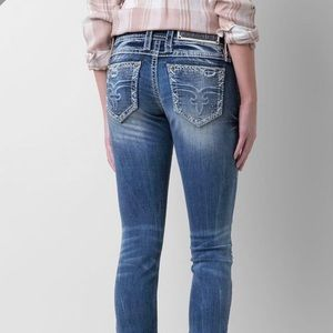 ROCK REVIVAL Evie Skinny Jeans Distressed Low Rise